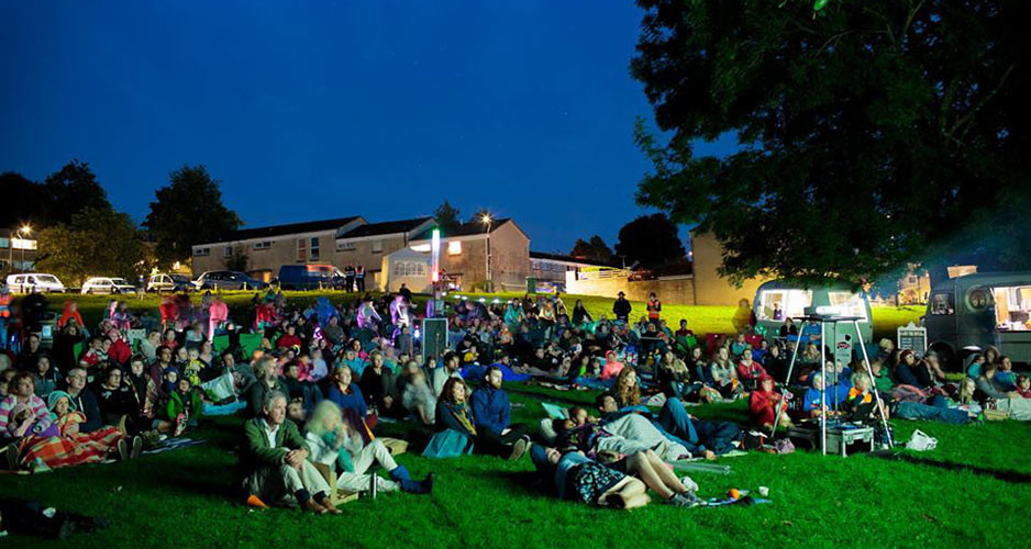 FoxhillOutdoorFilmScreening_ElectricPedals_audience